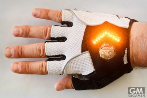 gigamen_Zackees_Turn_Signal_Gloves