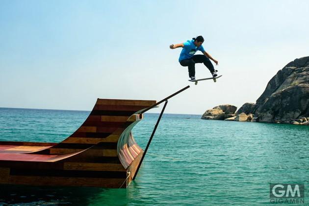 gigamen_Floating_Skate_Ramp_on_Lake01