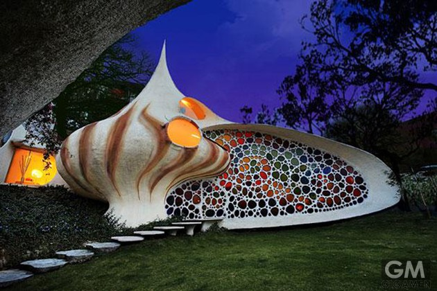 gigamen_Giant_seashell_house