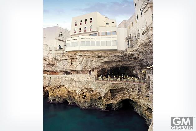 gigamen_Hotel_Ristorante_Grotta_Palazzese_Polignano_a_Mare_Italy