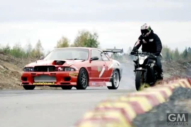 gigamen_Bike_vs_car_drift_battle