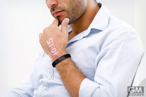 手の甲に時間を写す時計 Ritot