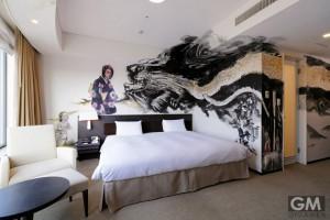 gigamen_Artist_in_Hotel03