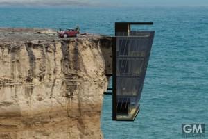断崖絶壁に建つ家、しかしこれ以上ない景観がまっている