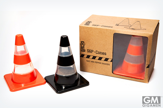 gigamen_traffic_cone_salt_&_pepper_shakers01