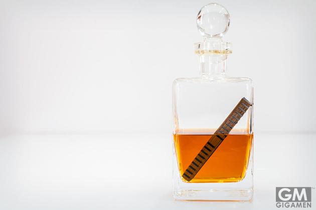 ウイスキーを自宅で簡単に熟成できる「バレルスティック」 ~24時間で3年熟成したのと同じ効果