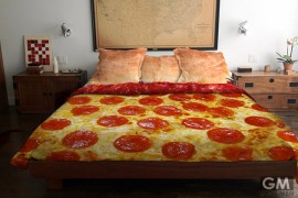 gigamen_Pizza_Bed