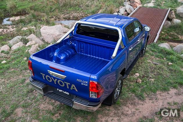 gigamen_Toyota_Hilux01