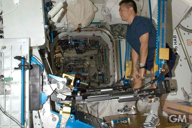 gigamen_international_space_station_gadgets_former03