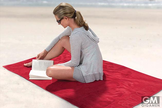 00_mosquito-repellent-beach-towel